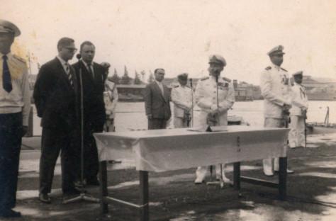 KSAL Kolonel Laut R.E. Martadinata mewakili Pemerintah Indonesia saat upacara penyerahan dua kapal selam pertama kelas Whiskey dari Uni Soviet kepada Indonesia, 12 September 1959. (REM)