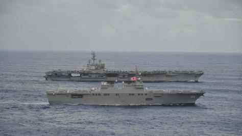 Kapal induk AS dan kapal perang Jepang saat latihan bersama di perairan Jepang dalam foto tanggal 14 September (Japan Maritime Self-Defense Force via REUTERS)