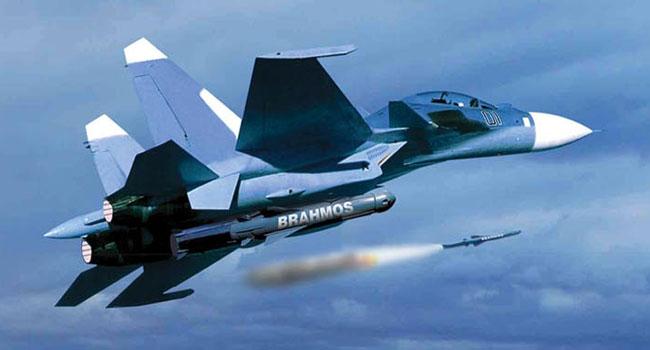 India Sukses Tembakkan Rudal BrahMos dari Su-30MKI