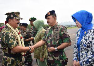 Pangarmatim Sambut Panglima TNI di Lanud Malang