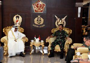 Panglima TNI Kenalkan Senjata Pindad dan Kapal PT PAL ke Dubes UEA