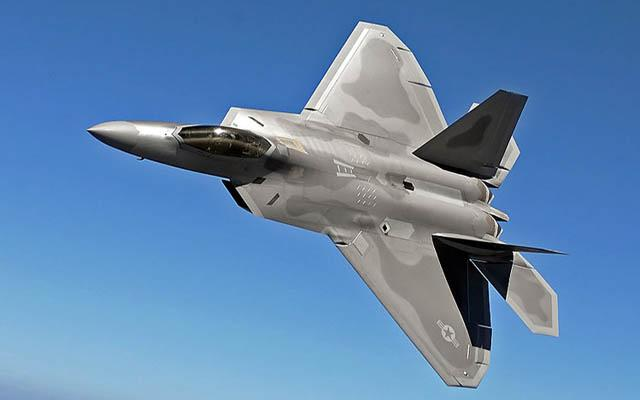"Pilot Terlalu ""Pede"", Penyebab F-22 Gagal Lepas Landas"