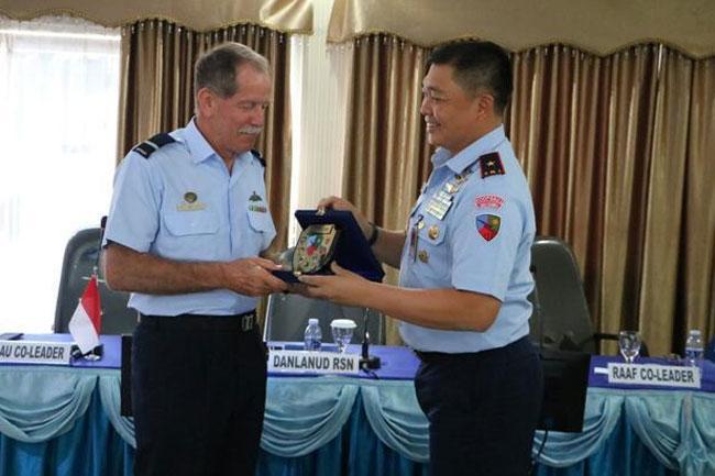 TNI AU Berbagi Pengalaman dengan Delegasi RAAF