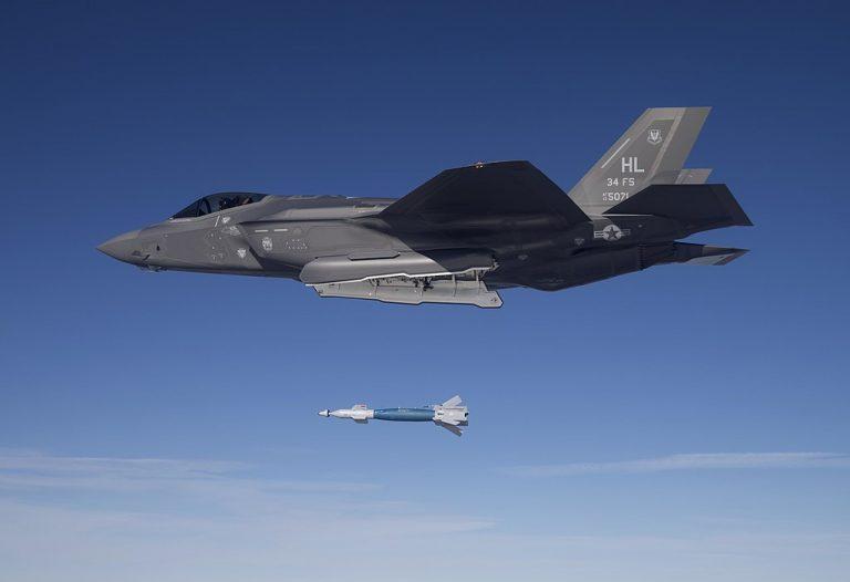 Pertarungan F-35 AS vs J-20 China Tak Relevan?