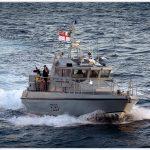 Pengusirnya, HMS Sabre yang berukuran jauh lebih kecil